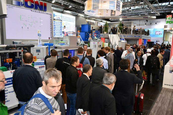 voller Messestand der ONI-Wärmetrafo GmbH auf der K Messe in Düsseldorf