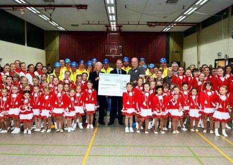 Spendenübergabe an den SV Frielingsdorf durch Wolfgang Oehm ONI